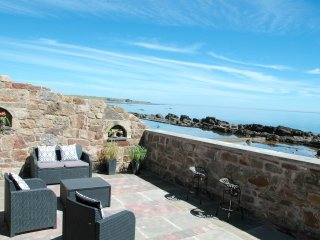 Stunning sea views from Sitooterie Accessed via courtyard at rear of cottage