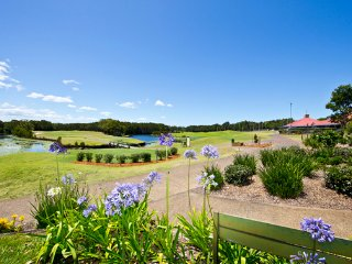 2 Bedroom Villa on Golfing Estate-Tranquil Setting, Salamander Bay