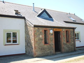 Skomer Lodge, Coastal Bunkhouse, Sleeps 22, Newgale
