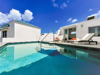 LUNA at SHORE POINT... Secure, luxurious, and just steps from Cupecoy Beach