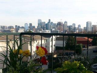 VIEWS Lake Union & Downtown Skyline, Seattle