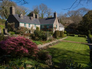 5 Star 14th Century Manor House on Private Leafy Estate, Porthmadog