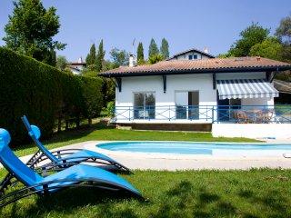 Maison avec piscine sur le golf de Bassussary, Bassussarry