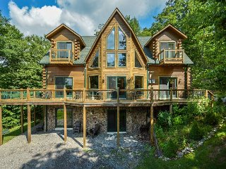 Immaculate 4 Bedroom Log home is ready to host your dream DCL getaway!, McHenry