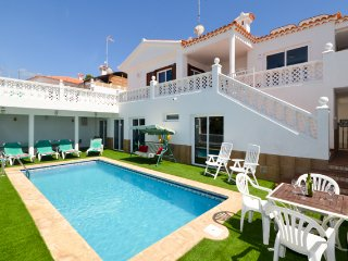 Beautiful 3/5 Bedroom Villa. Private Heated Pool. Callao Salvaje. |CM185786