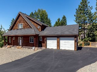 3rd Nt FREE | Custom Cabin Near Suncadia, Chefs Kitchen, Hot Tub, Slp9
