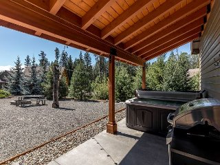 Private 6 person jetted hot tub!