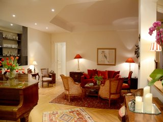 Spacious Luxury Near Eiffel Tower, Paris