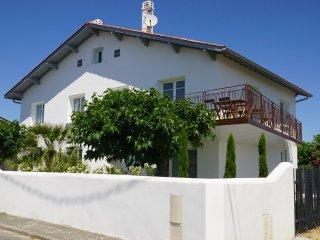 Villa Itsas Ondoa..... près de la mer, Bidart