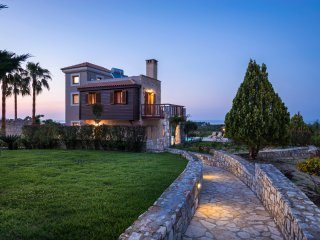 Athina Luxury Villas, Gerani