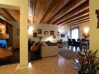 Wonderful Apartment facing Piazza Delle Erbe, Padoue
