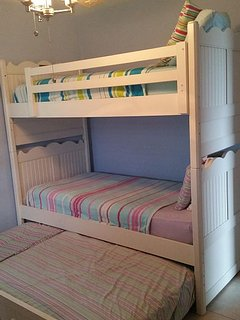 2nd bedroom bunks with additional pull out bed.