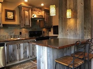 1br - Custom Waterfront Cottage, Moses Lake