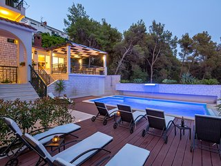 Lovely apartment with a swimming pool, balcony and free parking - VILLA FANI