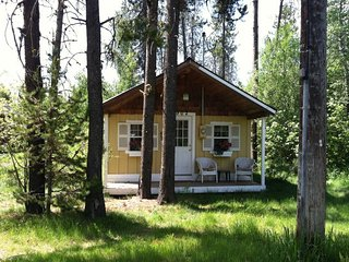 Hansel & Gretel's Getaway - Darling Cottage with Hot Tub, Close to Payette Lake, McCall