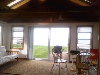 1 Bedroom Lakefront home w/Large Sunroom & futon