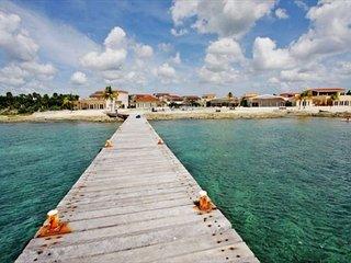 Villa Costa del Sol B4- with 3BR (5 Beds) 8 guests