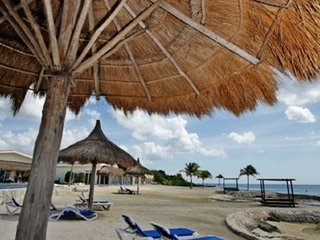 Villa Costa del Sol B4- with 3BR (5 Beds) 8 guests, Cozumel
