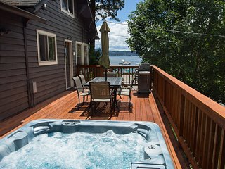Downtown with Views, Hot Tub Overlooking the Lake and Steps to Tubbs Hill