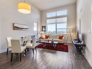 Hot Luxury Apt with View and Resort Amenitiies, Redwood City