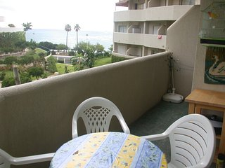 BENALBEACH 1 bedroom apartment with sea views.