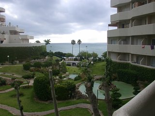 BENALBEACH 1 bedroom apartment with sea views.