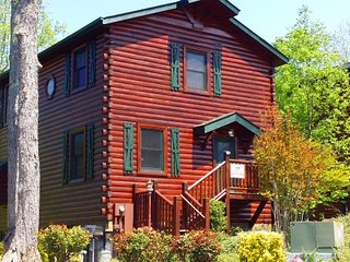 Heaven on Earth 4BR/4BA Sleeps 18, Gatlinburg