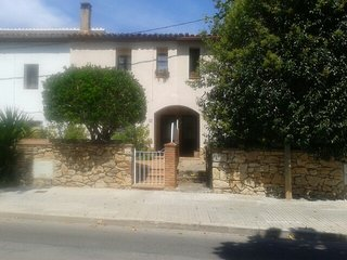 3P  Pueblo de Montaña cerca de Playas y Barcelona., Begues
