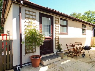 ORCHARD LODGE, all ground floor, pet-friendly, shared garden, woodburner, WiFi
