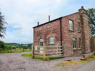 ROSE COTTAGE romantic retreat, views,woodburner, in Welsh Newton Ref 930279