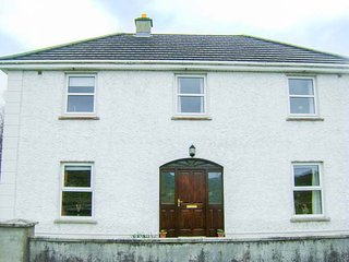 CLADDAGH HOUSE, detached, private garden, in Foxford, Ref 933544
