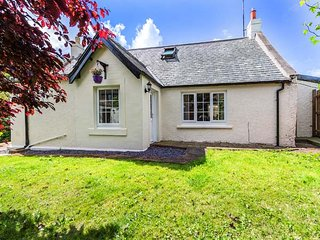 TWEED COTTAGE, pet-friendly, close to river, ground floor bedroom, Cornhill on T