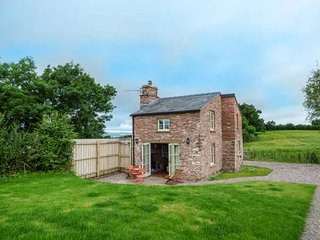 ROSE COTTAGE romantic retreat, views,woodburner, in Welsh Newton Ref 930279