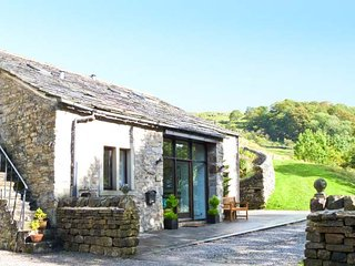 HILLTOP BARN, luxury cottage, upside down accommodation, character features, all