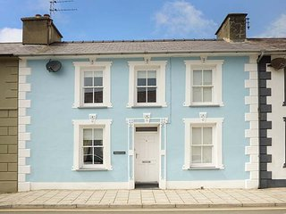HAFOD LAS, luxury property, en-suite, off road parking, WiFi, close to amenities, in Aberaeron, Ref 941017