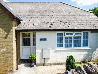 THE SCHOOLHOUSE, all ground floor, enclosed courtyard, WiFi, close to walks and