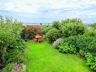 BRITANNIA HOUSE, Victorian holiday home, close to amenities and beach