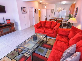 Economical 3 Bed 2.5 Bath Townhouse | Private Pool, Kissimmee
