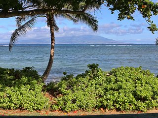 Beach front Molokai Beach Bungalow---April 15-30th Special Rate
