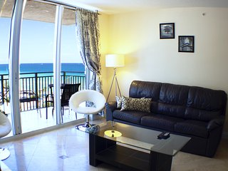 Great fully renovated apartment with Ocean view, Hallandale