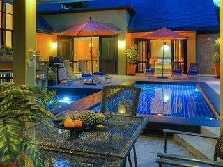 Villa with Private Pool, Jacuzzi, Mini Gym & Car, Laem Set