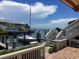 Waterfront condo in gated community on Tampa Bay, San Petersburgo