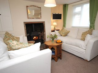 MAIDE Cottage in Maiden Newton, East Chelborough