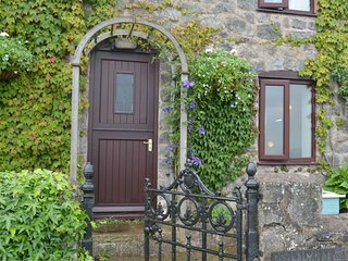 45128 Cottage in Mold, Llangynhafal