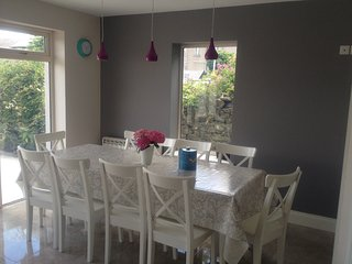 Beautiful bright dining area - seating for 10 with extra seating available.