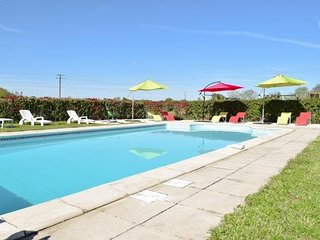 Charming gite with shared pool, Brux