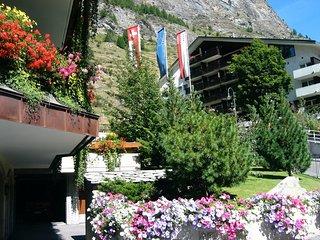 Zayetta 54 - right in the heart of Zermatt.