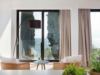 BEACHFRONT 5 bedroom Modern Villa
