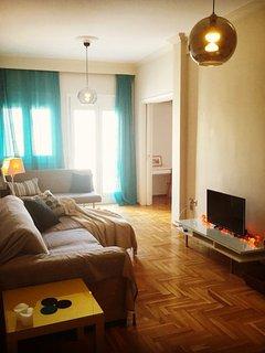 Living Room: Sunny and Shiny!