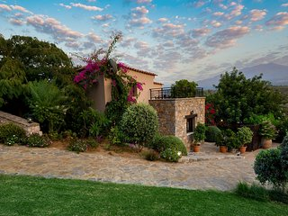private Villa with hotel service,village+beach+mountain+quiet PURE CRETE